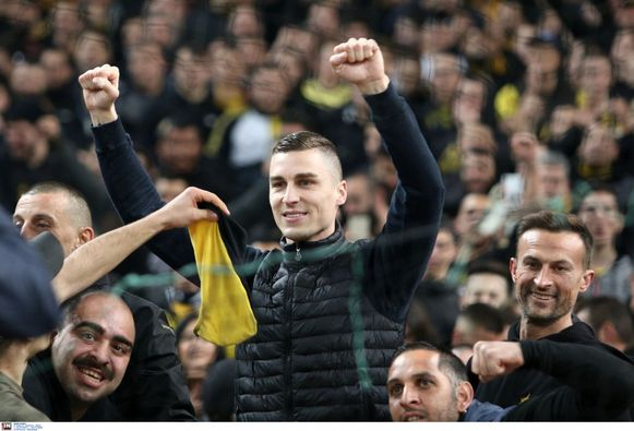 Vranjes in Athene tussen de AEK-fans.