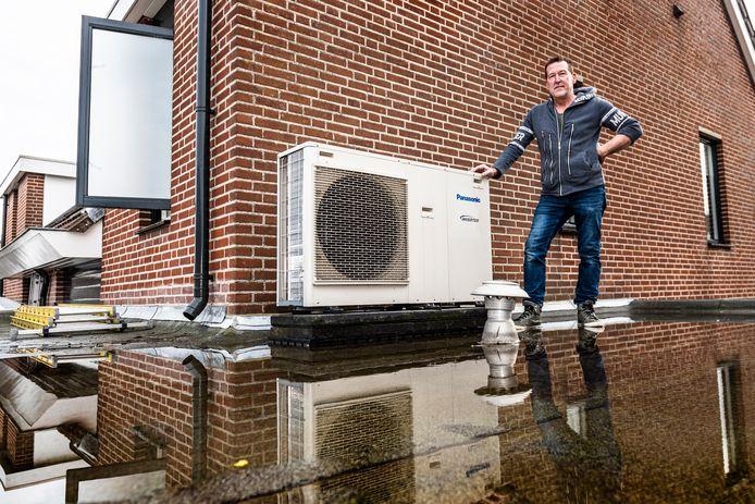 Alphenaar Walter Hendrix woont super duurzaam. Hij heeft zijn huis van het gas af. Twee daken liggen vol met zonnepanelen en een warmtepomp houdt de boel behaaglijk warm.