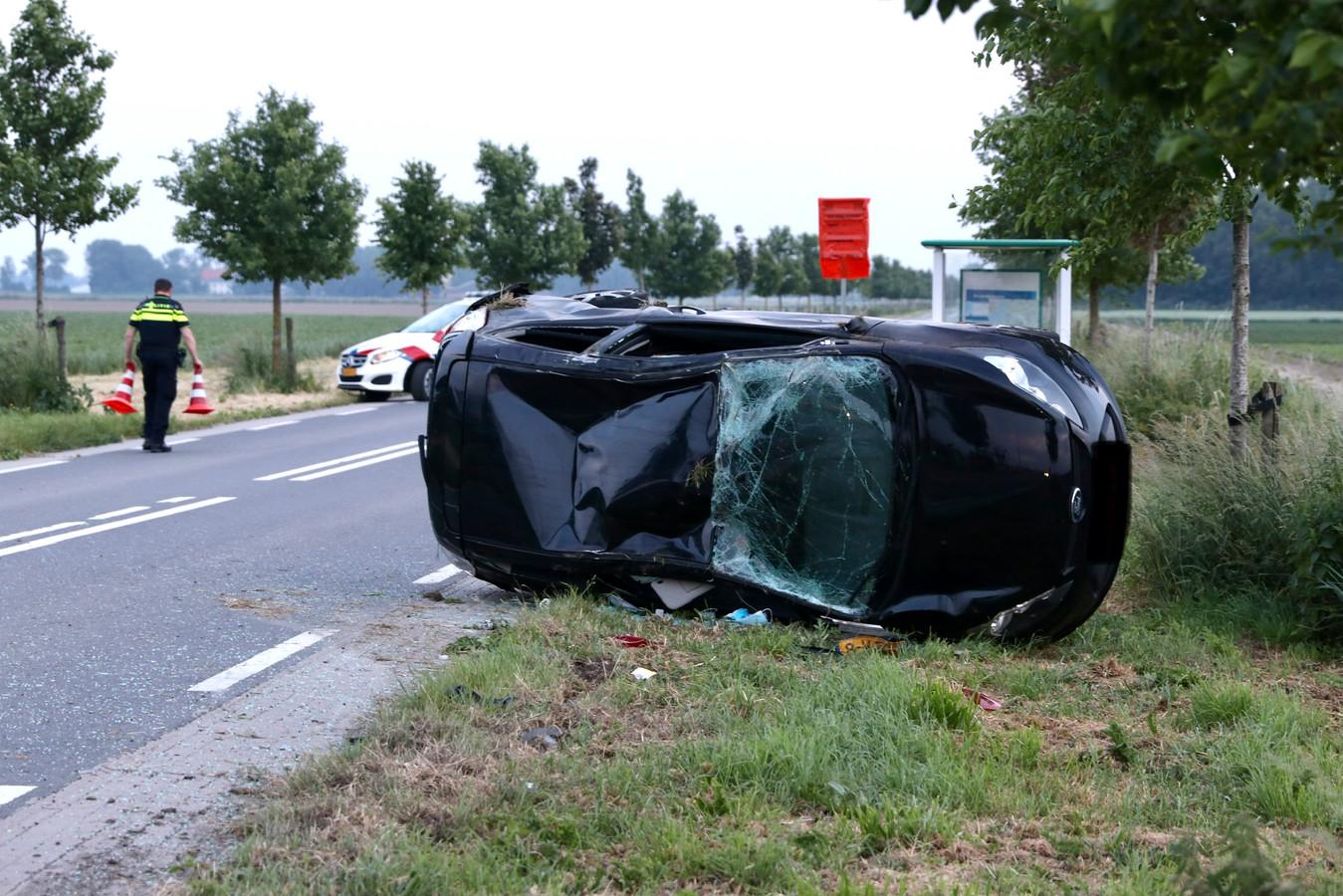 Op de kruising Kleiweg/Kamperweg net buiten Emmeloord heeft vanavond rond 21:15 uur een forse aanrijding tussen een busje en een auto plaatsgevonden. Hierbij vielen twee gewonden