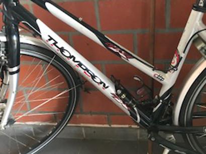 De fiets van Nico Ros. Liet iemand deze achter aan het kanaal Gent-Brugge in Beernem?