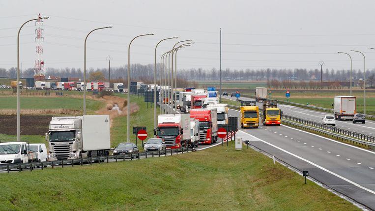Hinder aan de grensovergang op de E40 in Adinkerke.