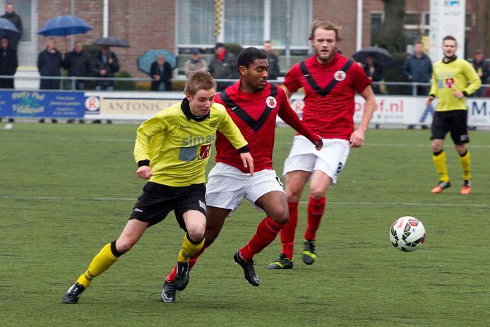 Jonathan Richard (midden) in het shirt van AFC.