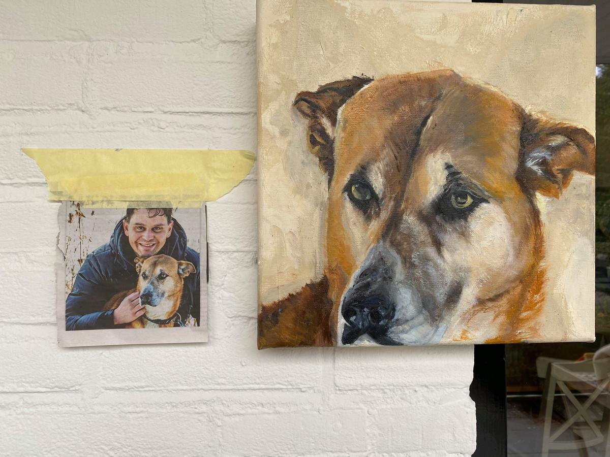 Het artikel en het uiteindelijke schilderij. 'Zo knap hoe ze die blik gevangen heeft'.