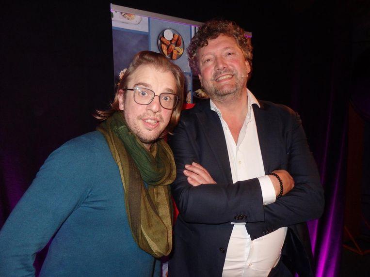 Presentator Jan Jaap van der Wal: 'Iemand met een hazenlip uitnodigingen voor FavorFlav...' Met organisator Marcus Polman Beeld Schuim