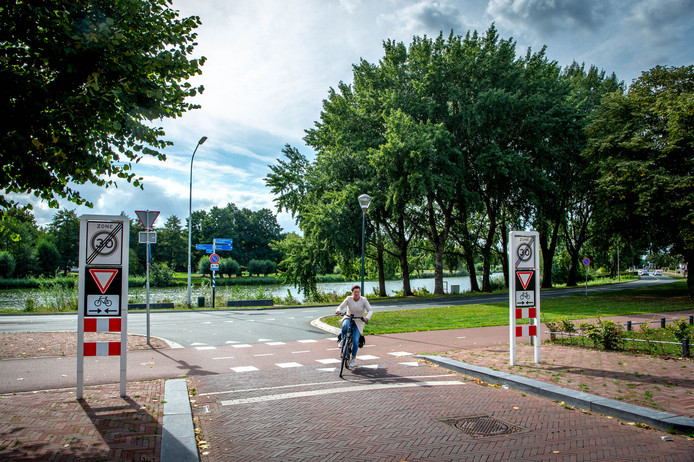 Op deze plek aan het Wijchens Meer, in het verlengde van de Don Emanuelstraat, wil het college beperkte bebouwing toestaan.