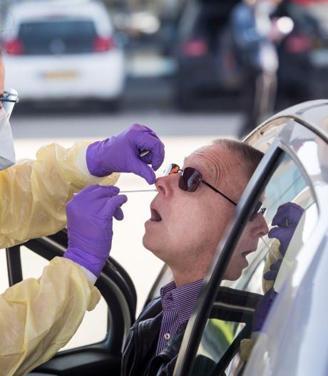 Eerste zorgmedewerkers door 'corona-teststraat' van GGD Zuid-Holland Zuid