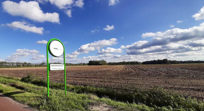 Zicht op het land waarop bedrijventerrein Heesch West komt, en drie of vier grote windmolens gepland zijn