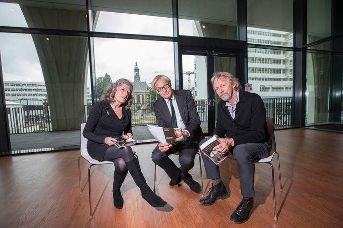 Hanneke Besseling, Jeroen Vervliet en Jan Zoet in de Spinoza Foyer.
