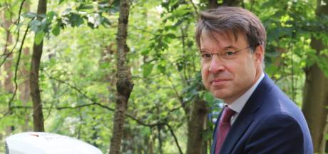 Eerste openbare optreden wethouder Van der Linde: opening van laadpalen bij DierenPark Amersfoort