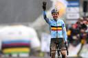 En 2018, à Fauquemont, Wout Van Aert devenait champion du monde pour la troisième fois de sa carrière. Pourra-t-il récidiver cette année, après avoir laissé le maillot arc-en-ciel à son éternel rival, Mathieu van der Poel, en 2019 et 2020? Réponse le 31 janvier.