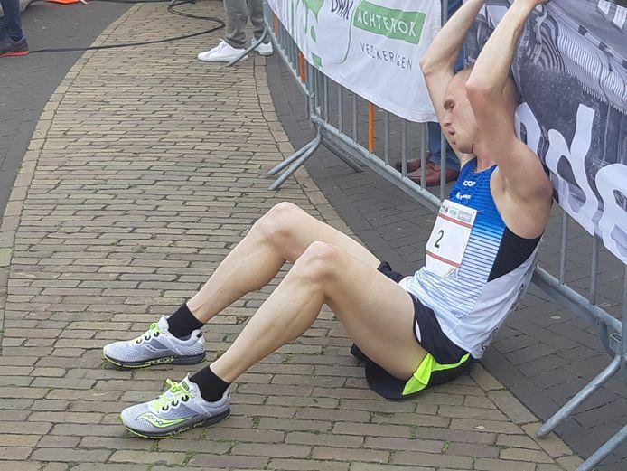 Gert-Jan Wassink na de finish van de Gerard Tebroke Memorialloop. Foto DG