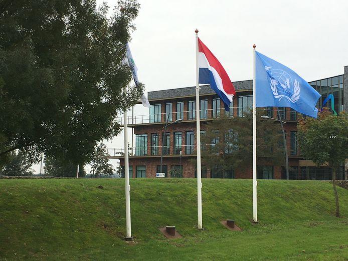 Het gemeentehuis van Altena aan de Sportlaan in Almkerk.