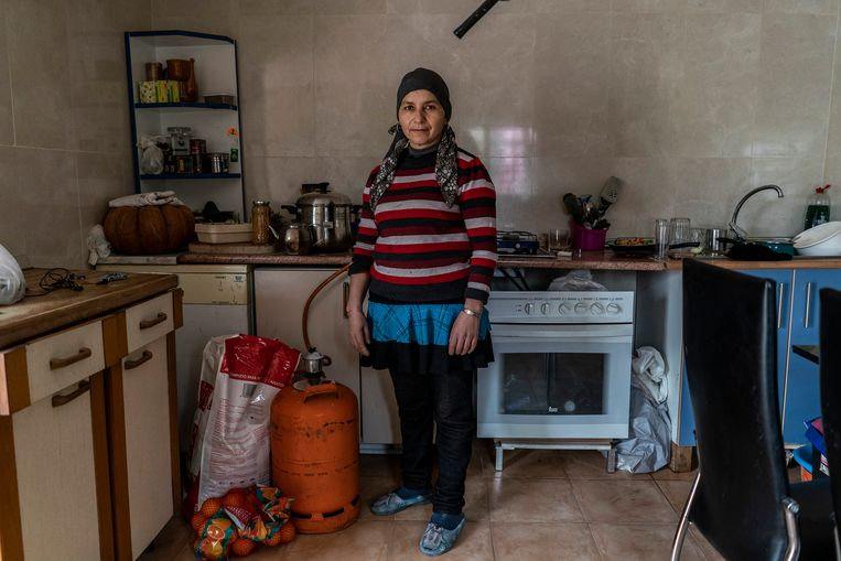 Aïcha Chaara woont nu drie jaar in La Cañada Real. Beeld Olmo Calvo