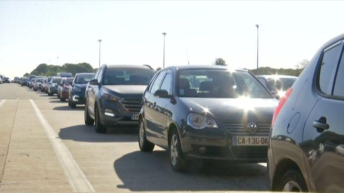 Franse politie controleert dan toch op negatieve coronatesten bij grens.