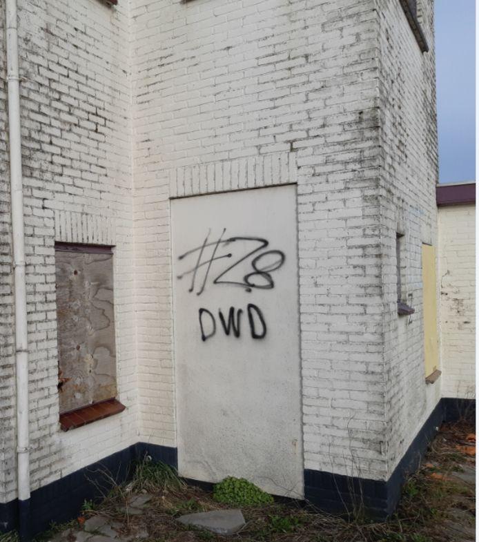 De groep jonge criminelen die voor veel overlast en onveiligheid zorgde in de wijk Dauwendaele in Middelburg, noemde zich Zone 8. Daarnaar verwijst ook de tag die als graffiti is gezet: #Z8 DWD.