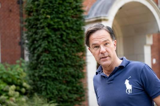 VVD-leider Mark Rutte, bij het landgoed De Zwaluwenberg, waar formatiegesprekken gehouden worden tijdens een heisessie.