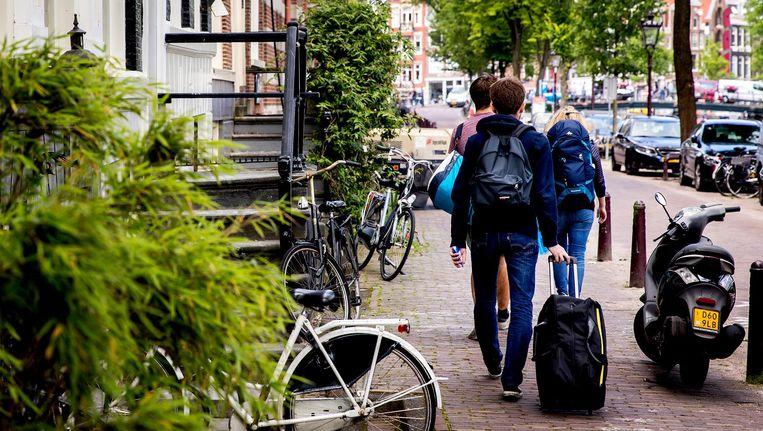 Airbnb-woningen mogen nog maar dertig dagen per jaar worden verhuurd. In Amsterdam houdt daar 60 procent van de verhuurders zich niet aan Beeld anp