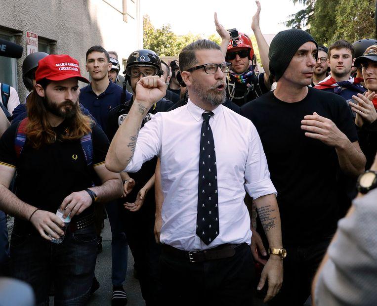 De Proud Boys zijn in 2016 opgericht door de Canadees Gavin McInnes, hier bij een rally in 2017 in Berkeley, Californië. Beeld AP