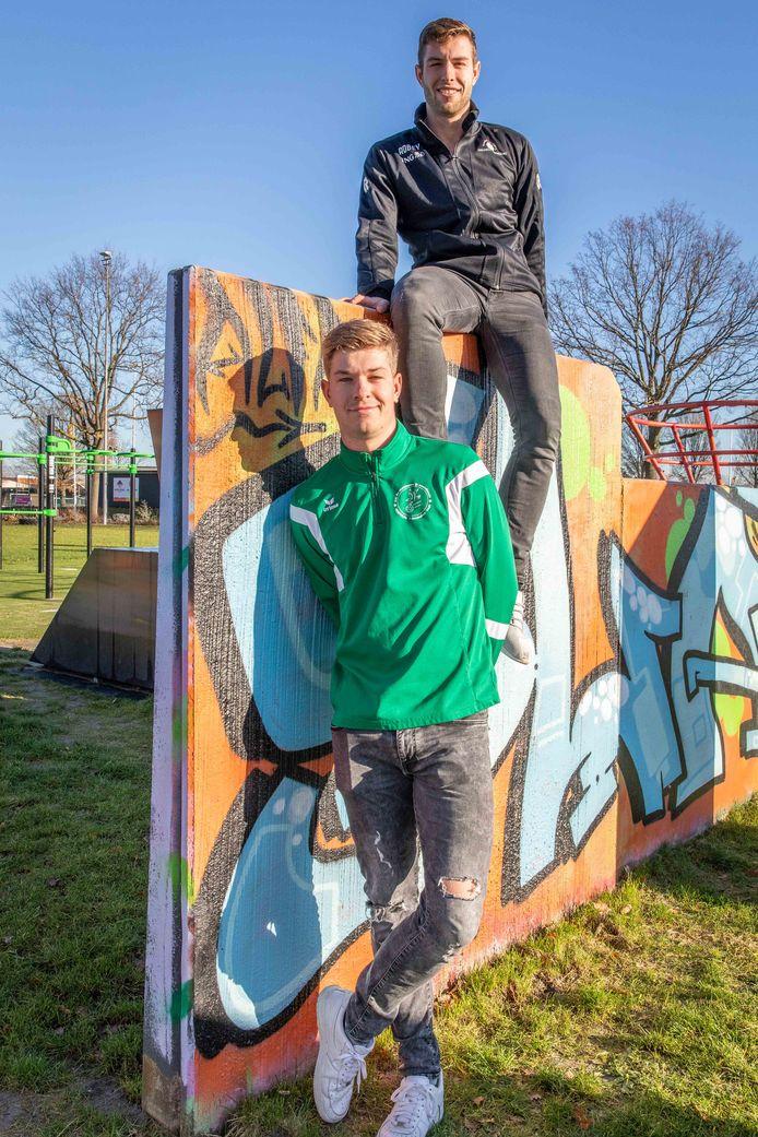 Stijn Luteijn (voorgrond) wordt komend seizoen bij Zeelandia Middelburg herenigd met broer Niels (boven).