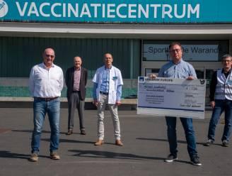 Uniforme kledij voor medewerkers vaccinatiecentrum met dank aan Serviceclubs Rotary en Lions