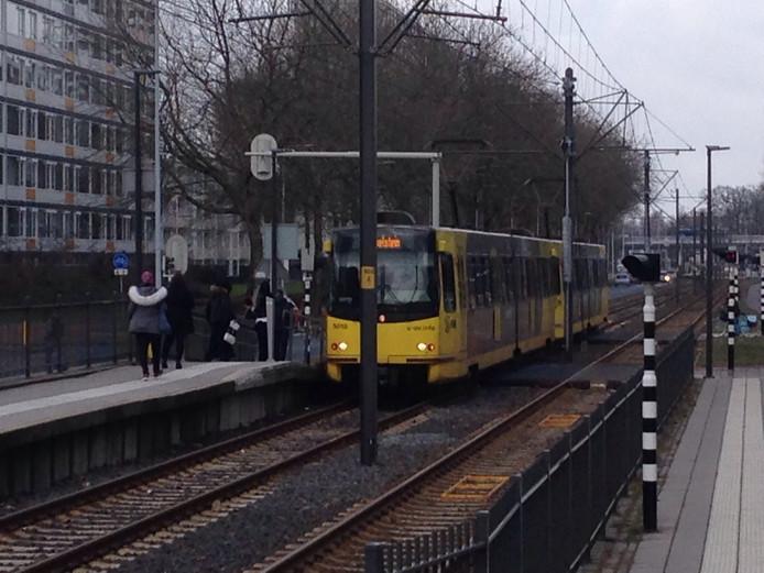 De tram zou in botsing zijn gekomen met een fietser of scootmobiel bij de halte 5 Mei Plein.