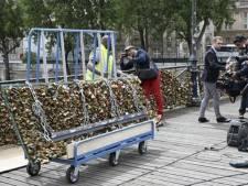 Verwijderde liefdesslotjes Parijs gaan naar de veiling voor het goede doel