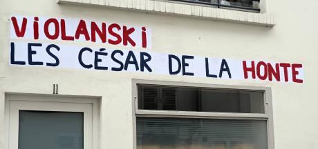 """""""Violanski"""": des affiches anti-Polanski devant la salle Pleyel et les César"""