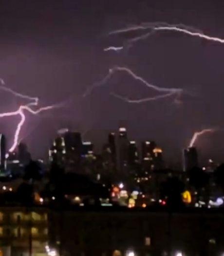 Des éclairs fascinants filmés dans le ciel de Los Angeles