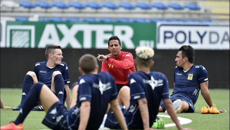 Coach Yannick Ferrera (m) kan langer rekenen op zijn Sloveense doelman Velic