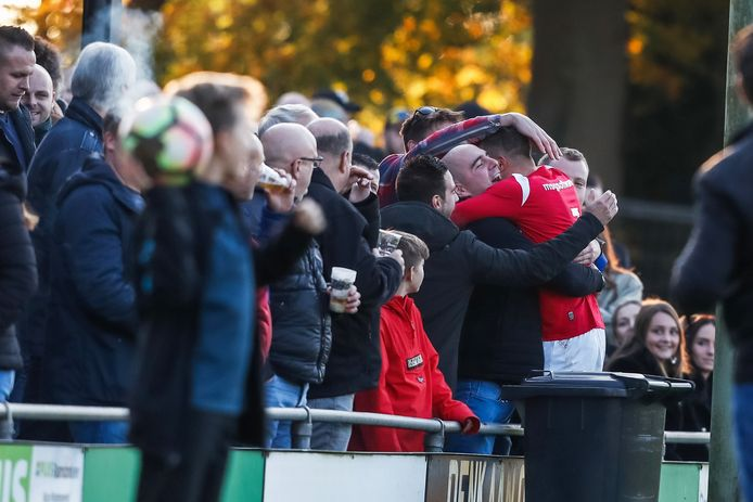 Vreugde bij Right-Oh na afloop van het gewonnen duel tegen RFC.