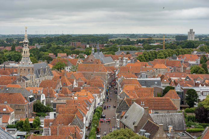 De binnenstad van Zierikzee met in midden de Poststraat.