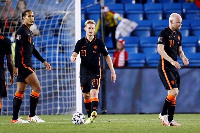 Virgil van Dijk, Frenkie de Jong en Davy Klaassen balen na de 1-0 van Erling Haaland.