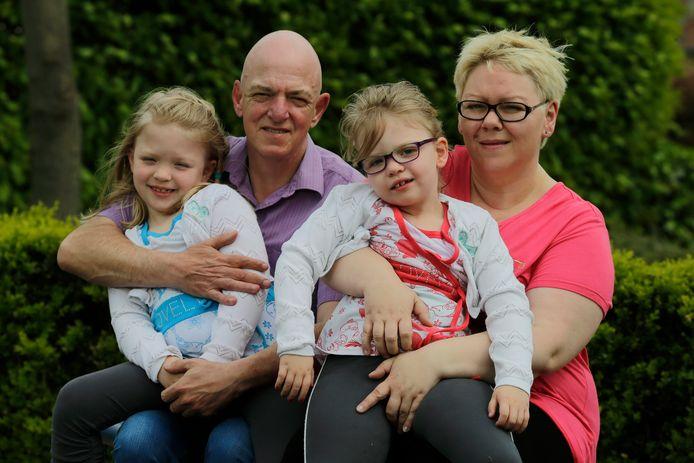 Jean-Pierre Voncken met zijn vrouw Urszula Milata en hun kinderen op een archiefbeeld. Sofie (met bril) heeft een zware vorm van epilepsie.