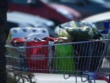 La vente de masques chirurgicaux autorisée dès mardi dans les supermarchés