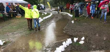 Wandelaars kiezen alternatieve routes natte Samenloop, maar deelnemers geven niet op