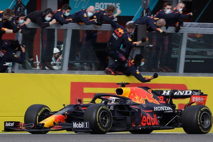 Max Verstappen wint de Grand Prix van Emilia-Romagna.