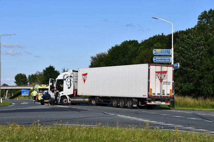 Het ongeluk gebeurde op de Frankrijkweg, ter hoogte van de afslag naar de Bernhardweg-West.