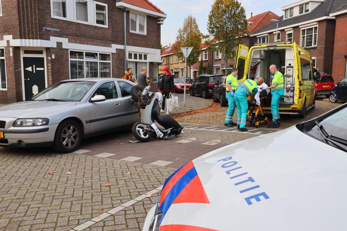 Botsing tussen auto en scooter in Eindhoven.