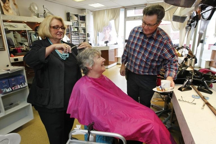 Fennie en Arnold Winkelman zaten de laatste jaren vaak met de handen in het grijze haar. foto Cees Baars