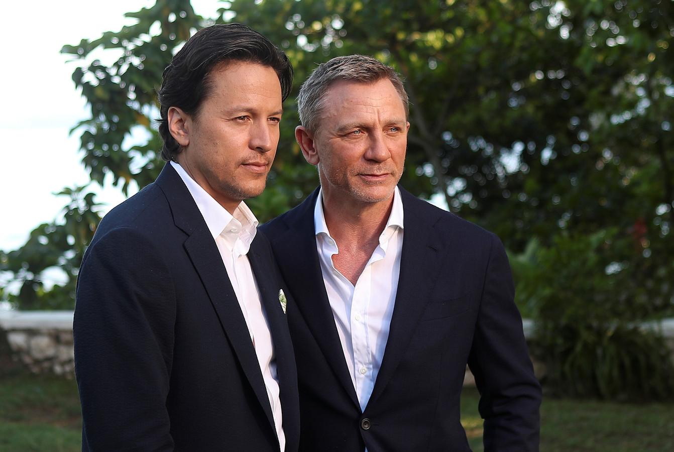 Regisseur Cary Joji Fukunaga en Daniel Craig in Jamaica.