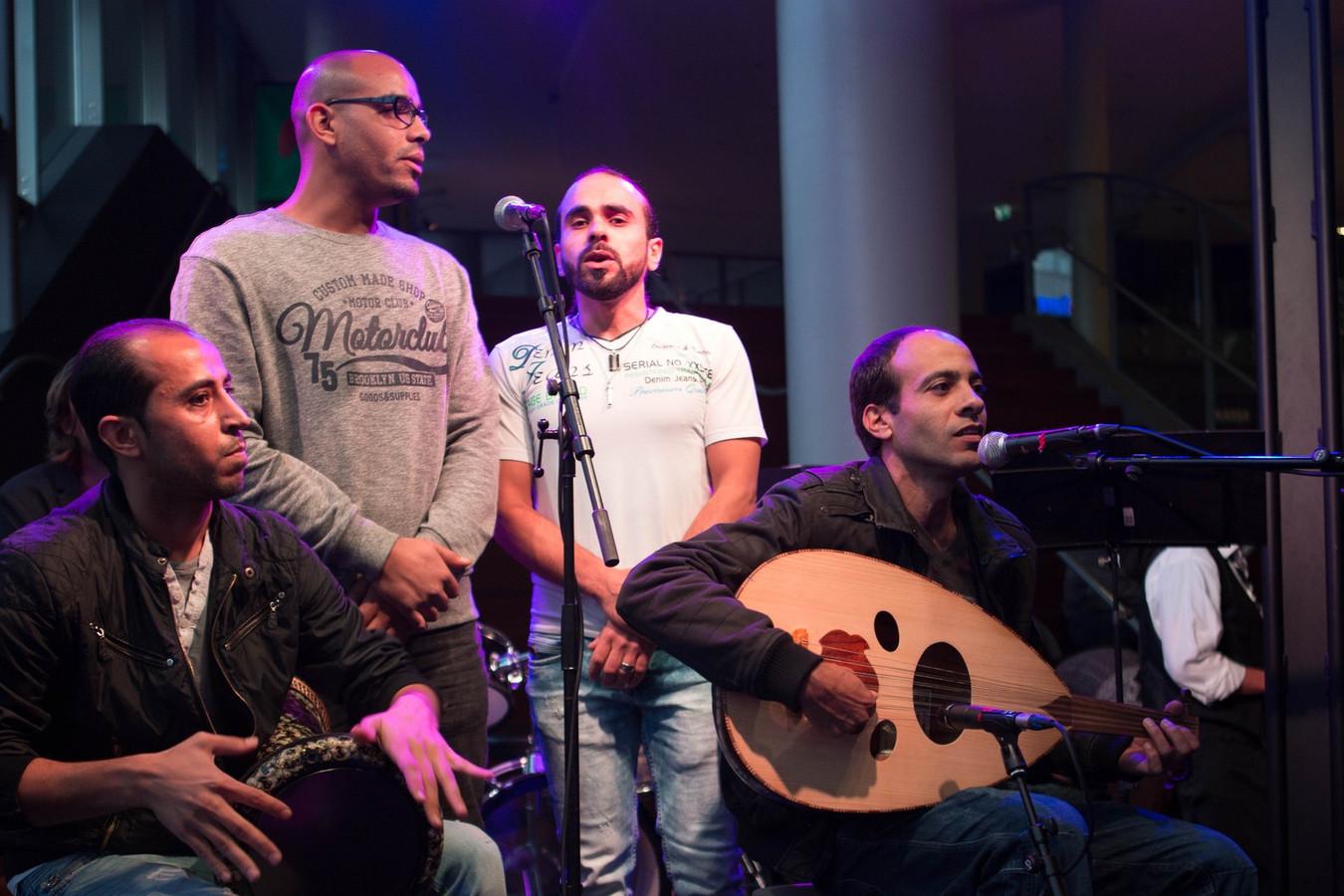 De Band Zonder Verblijfsvergunning dinsdag tijdens hun optreden.