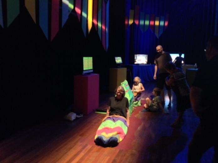 In de grote zaal, de Rode Salon en theater De NWE Vorst is een spelletjeshal gerealiseerd.