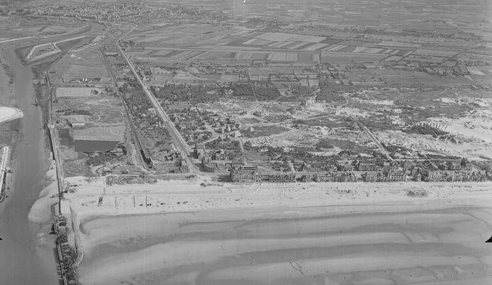De kustlijn van Nieuwpoort in beeld gebracht door de B-17 Flying Fortress-bommenwerper.