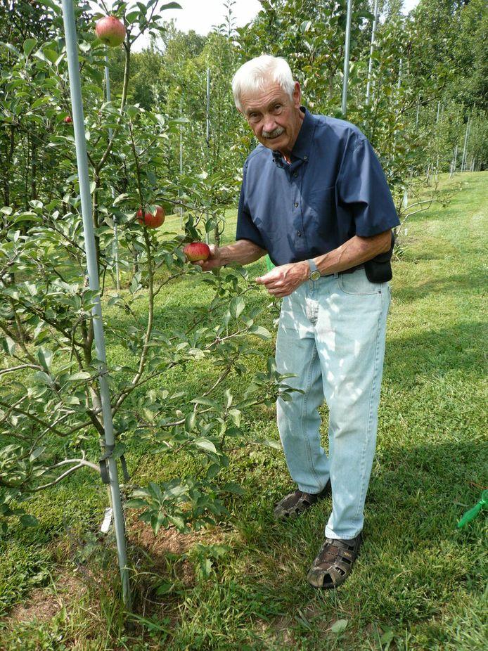 Tom Brown possède un verger énorme contenant plus de 1200 variétés de pommes