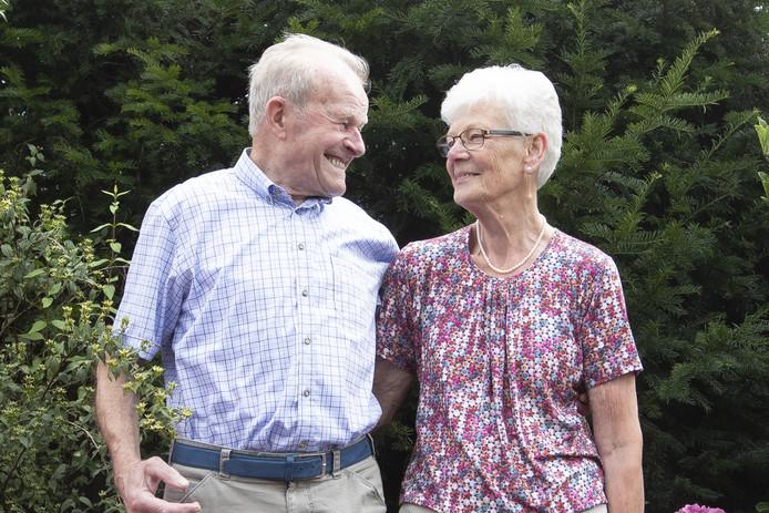 """Echtpaar Sluijter-De Lange is 60 jaar getrouwd."""""""