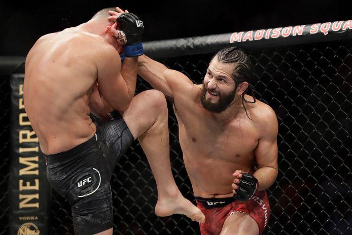 Jorge Masvidal, rechts, in gevecht met Nate Diaz tijdens UFC 244 in New York.