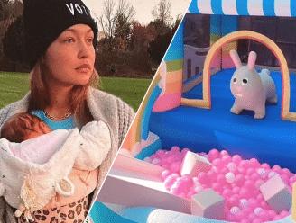 BINNENKIJKEN. Gigi Hadid geeft decadent verjaardagsfeestje voor dochtertje Khai
