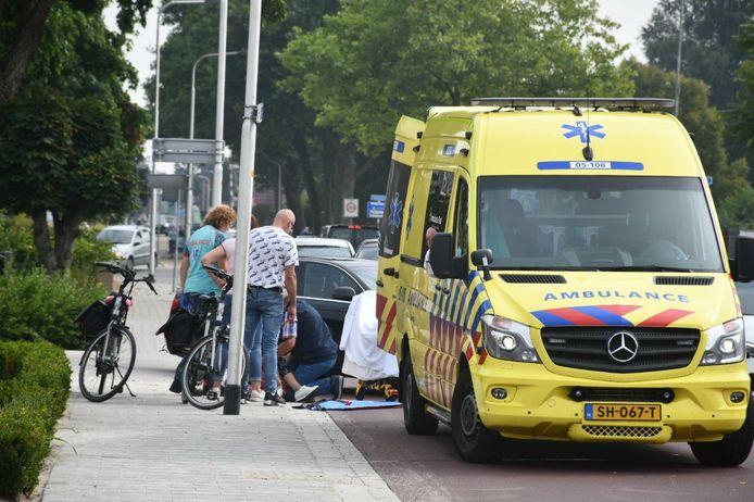 De vrouw is met de ambulance naar het ziekenhuis gebracht.