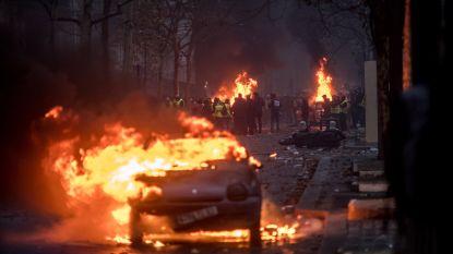 """Geweld in Parijs was """"van ongeziene ernst"""": 412 mensen opgepakt, 133 gewonden, 250 branden"""