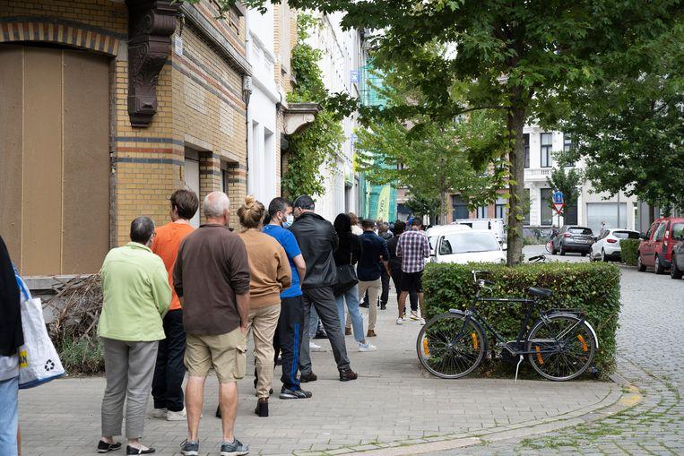 Een pop-up vaccinatiecentrum in Antwerpen-Noord. Beeld Klaas De Scheirder
